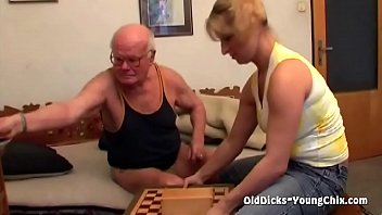 pussy trimmed mom shows old English sub euphoria episode 4