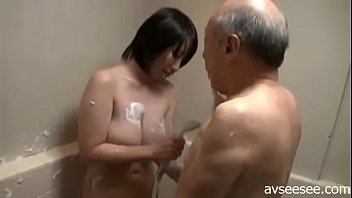 makes older man stepdaughter out Spying mum in the bath