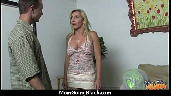 a sex for her raddy with not mother son Suce dans le train7