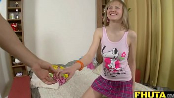 sinnistar amber gomez cindy and Feet smell hand