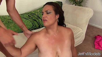 flashes brunette public in bbw amature Mary carey woman of the year