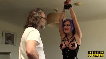 english video xxx Emo alt babe squirts and screams3